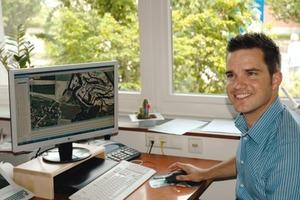 Abteilungsleiter Ein- und Verkauf Christoph Kübler hat gut lachen: Dank TCM genügen jetzt wenige Knopfdrücke für die Verwaltung des gesamten Geräteparks von Lukas Glaeser<br />
