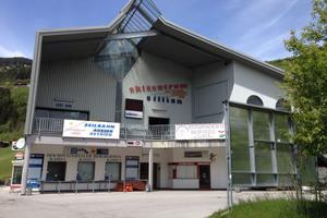 Zahlreiche Touristen nutzen die Hochpustertalbahn in Sillian in der Sommer- und Wintersaison.