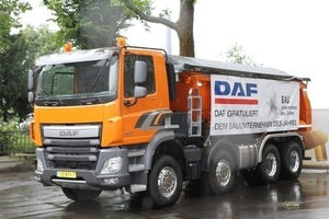 Ein leistungsstarker Baustellen-LKW von DAF Trucks wies Gewinnern und Gästen des Wettbewerbs den Weg zum Veranstaltungsort.<br />