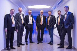 Um eine Person erweitert: Zum Vorstand des VDBUM gehören (v.l.) Michael Hennrich, Dirk Bennje, Peter Guttenberger, Josef Andritzky, Roland Caillé, Prof. Dr. Jan Scholten, Dieter Schnittjer. <br />