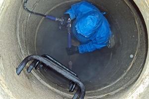 Vorarbeit: Gründliche Hochdruckreinigung der Betonschächte<br />