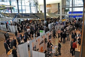 Eine brechend volle Begleitausstellung im Foyer des ehemaligen Bundestages rundete die Fachkonferenz ab<br />