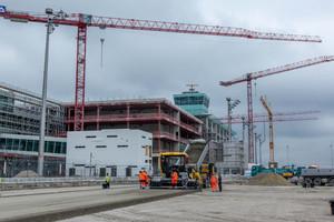 Im Zuge der Erweiterung des Terminals 2 am Flughafen München wurden 76.000 m² Vorfeldfläche in Betonbahnen hergestellt