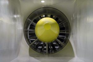 Eine gewaltige Turbine sorgt für Windgeschwindigkeiten von bis zu 100 km/h – bei einer Austrittsfläche von 13 Quadratmetern.
