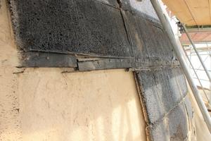 Die in Teer getränkte ursprüngliche Korkdämmung und die Holzringe wiesen starke Beschädigungen auf.