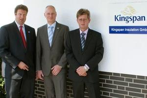 Im Januar 2011 hat die Kingspan Group plc. die EcoTherm Gruppe übernommen. Die bisherigen Organisationsstrukturen bleiben weitestgehend erhalten. Von links: Joachim Wehmeyer (Vertriebsleiter), Gerhard Sprock (Geschäftsführer), Dipl.-Ing. Wolfgang Müller (Manager Technical Support)<br />