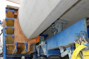Mit dem einfach zu bedienenden Schalwagen TU entstehen alle zwei Tage 24,00m Brückenkappe