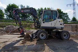 Der neue Terex TW85 ist direkt im Einsatz. Hier beim Straßenbau in Süddeutschland