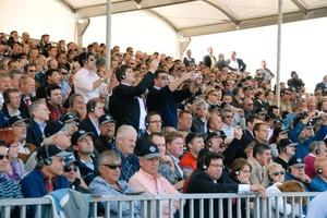 Rund 2600 Gäste aus über 80 Ländern verfolgten mit Spannung die Maschinenvorführungen von Wirtgen, Vögele, Hamm und Kleemann<br />