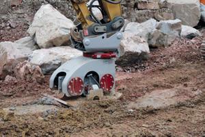 Ein einfaches Ampelsystem warnt beim UAM Anbauverdichter vor Überverdichtung oder drohender Gefahr für nahe liegende Gebäude und bietet damit eine optimale Sicherheit.