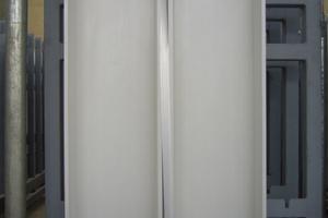 Für die Fertigung der HPC-Weißbeton-Fassadenplatten kamen Glasfasern und Weißzement der Firma Holcim zum Einsatz