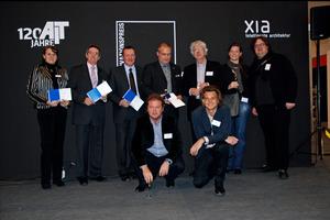 """Innovationspreis Architektur + Bauwesen: Außendienstleiter Hubert Klar (2. v. li.) nahm die """"Auszeichnung"""" stellvertretend für Funke entgegen<br />Foto: AIT"""