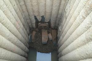 Einfahrt der Tunnel-Bohr-Maschine in den Zielschacht.