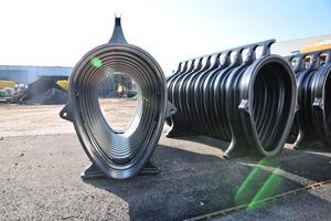 Die aus mitteldichtem, recyceltem Polyethylen (MDPE) hergestellten Qmax Elemente sind strapazierfähig und robust bei Handling und Einbau