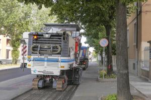 Das schnelle, Millimeter genaue Fräsen großflächiger Abschnitte war nur eine der Herausforderungen in Modena. Die Wirtgen W 200 Hi überzeugt dabei durch hohe Produktivität.