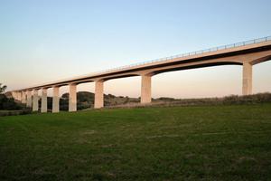 """Scherkondetalbrücke im Weimarer Land: wurde in der Kategorie """"Straßen- und Eisenbahnbrücken"""" mit dem Deutschen Brückenbaupreis ausgezeichnet<br />"""