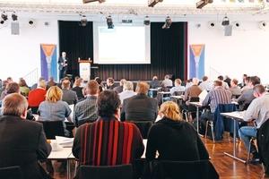 Großer Andrang in Mühlheim: Auftraggeber, Planer und Mitarbeiter von ausführenden Unternehmen diskutierten Aspekte gütegesicherter Herstellung und Instandhaltung von Abwasserleitungen und -kanälen<br />