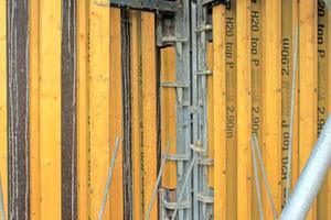 Die Ausschalecke I der Rahmenschalung Framax Xlife ist in den engen Schächten kombiniert mit der Trägerschalung Top 50.