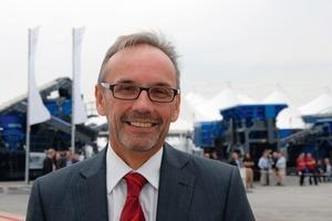 """Dr. Gerhard Schumacher, Geschäftsführer der Kleemann GmbH, war hochzufrieden mit dem Verlauf der Veranstaltung: """"Mit den Technologietagen 2010 hat Kleemann im Straßenbau und in der Gewinnungsindustrie einen nachhaltig positiven Eindruck hinterlassen.""""<br /><br />Die 55 Maschinen in der Ausstellung auf dem Firmengelände gaben einen guten Überblick über das aktuelle Produktspektrum der Wirtgen Group<br />"""