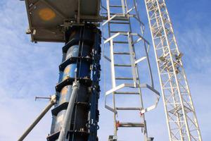 Sicherheitsrelevante Systemteile wie das Aufstiegssystem XS mit Stützenbühnen sorgen für Arbeitssicherheit bei der Arneken-Galerie, Hildesheim<br />