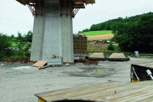 """4Für die konkave Aufweitung sorgten in die Schalung eingelegte bauchige Holzkästen in Brettstruktur, die vorgefertigt auf die Baustelle geliefert wurden<span class=""""bildunterschrift_hervorgehoben"""">Fotos: Noe-Schaltechnik</span>"""
