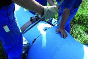 """5Für das Verriegeln der Verbindung muss eine Schelle mit 2 Hydraulikzylindern eingesetzt werden                                                                                                          <span class=""""bildunterschrift_hervorgehoben"""">Fotos: Buderus</span>"""