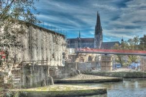 Seit 2011 wird die Steinerne Brücke nun in vier Bauabschnitten instand gesetzt. Die Fertigstellung ist bis 2017 geplant.