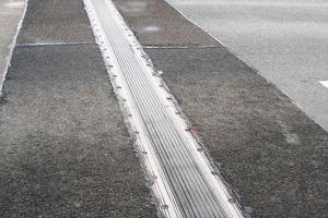 Sanierter Fahrbahnübergang mit T-Mattenkonstruktion<br /><br />