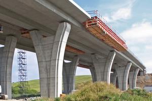 Die Gesimskappenbahn GKB auf Basis des Variokit Ingenieurbaukastens erweitert das Anwendungsspektrum dieses Systems auch im Bereich des Brückenbaus