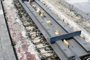 Einbaubereite geschlossene Fugenkonstruktion (T-Mattenkonstruktion) gemäß Ril 804.9020 K09 mit HPQ der RW Sollinger-Hütte