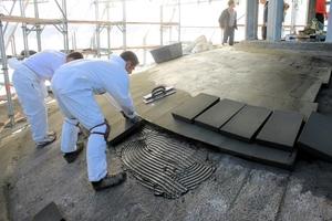 Die Dämmung des Neuaufbaus aus Schaumglas wurde direkt auf die Betonschale aufgeklebt.