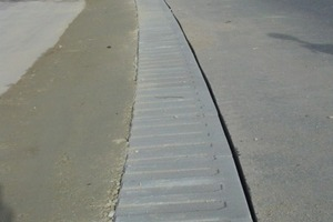 1Sehr nützlich: Das Relief auf der Oberseite macht müde Autofahrer rechtzeitig munter