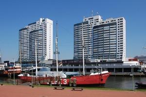 Bild 1: Das Columbus-Center in Bremerhaven an der Ostseite des Alten Hafens ist ein Wahrzeichen der Stadt; die drei Hochhaustürme enthalten 555 Wohnungen.