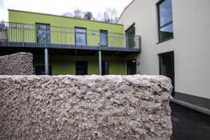 Die Sichtbetonmauern mit der natürlichen Anmutung erfüllen hohe statische Anforderungen.