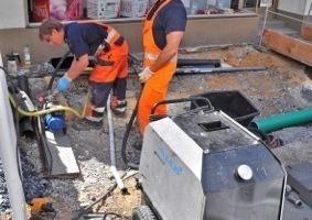 Aushärtung des Schlauchliners mit Hilfe einer mobilen Heizanlage, die heißes Wasser im Liner zirkulieren lässt<br />