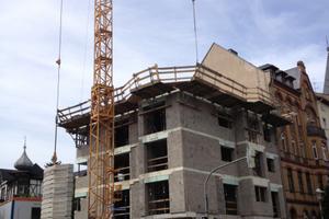 Rascher Baufortschritt: Dank des rationellen Umgangs mit Mörtel und des stimmigen Mauerstein-Systems von Jasto konnte der Rohbau zügig erstellt werden.
