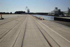 """<span class=""""bildunterschrift_hervorgehoben"""">Schwedt/Oder:</span> Für rund 30 Mio.Euro wurde ein Binnenhafen an der Hohensaaten-Friedrichsthaler-Wasserstraße errichtet und im Jahr 2001 in Betrieb genommen<br />"""