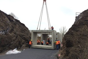 Ein 500-Tonnen Mobilkran brachte die 14 Fertigteile mit einem Gewicht von bis zu 34 Tonnen an Ort und Stelle. <br /><br />