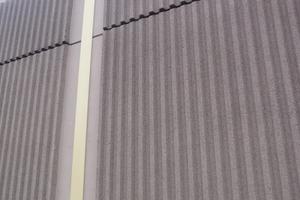 Oberflächen in Rippenstruktur vergrößern die Betonoberfläche und verbessern damit die Schallabsorption<br />