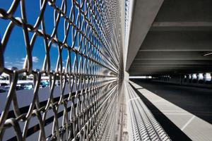 Die offene Struktur ermöglicht eine natürliche Belüftung und schützt die Besucher gleichzeitig vor Zugluft<br />