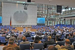 """Fachdebatten in """"parlamentarischer Atmosphäre"""" prägten den 9. Deutschen Schlauchlinertag in diesem zeitgeschichtlichen Ambiente<span class=""""bildunterschrift_hervorgehoben"""">Foto: TAH</span><br />"""