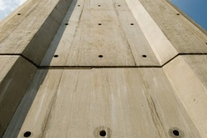 Für die richtige Holzmaserung der Sichtbeton-Oberflächen sorgte die NOEplast Strukturmatrize Freiburg<br />