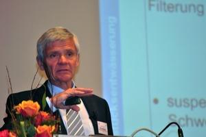 Die sachliche Notwendigkeit dichter Grundstücksentwässerungen verdeutlichte Prof Johannes Pinnekamp von der RWTH Aachen<br />