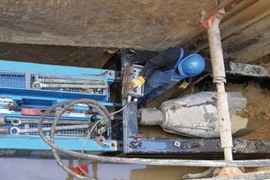 """Grabenlose Erneuerung sanierungsbedürftiger Leitungen mit der <span class=""""bildunterschrift_hervorgehoben"""">Grundoburst-Technik</span><br />"""