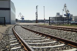 """<span class=""""bildunterschrift_hervorgehoben"""">In nur 13Monaten:</span> Im zehnten Jahr der Hafengründung wurde ein sieben Kilometer langes Gleisnetz, eine Eisenbahnbrücke über die Welse und ein Rangierbahnhof fertig gestellt<br />"""
