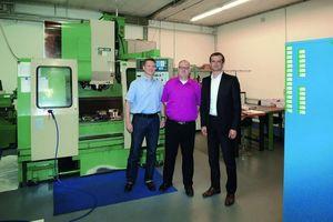 Geballtes Know-how rund um die Sanierungs- und Robotertechnik unter einem Dach vereint: Michael Fink (Gfenntech), Matthias Kast und Volker Huth (beide Pipe-Robo-Tec) (v. li.)