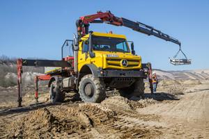 Einsatz mit Aufbaukran im RWE Tagebau-Gelände.