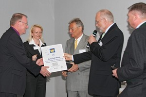 Für die gleichzeitige Steigerung des Arbeits- und Gesundheitsschutzes sowie der Arbeitsproduktivität wurde die Gridflex Deckenschalung mit dem EuroTest-Preis 2010 ausgezeichnet<br />