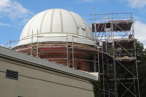 Die Verarbeiter der Schmitzer Dach & Bau GmbH haben das Dach mit Systemlösungen von Triflex saniert.