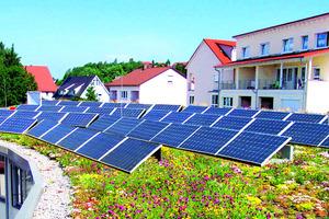 Dachbegrünung und Photovoltaik lassen sich kombinieren. Hierzu bieten die Hersteller von Dachbegrünungs-Systemen geeignete Montagekonstruktionen an<br />Foto: Optigrün<br />